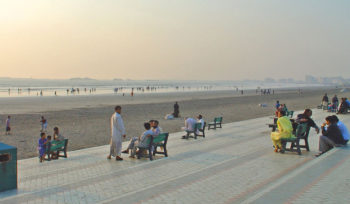 clifton beach, karachi